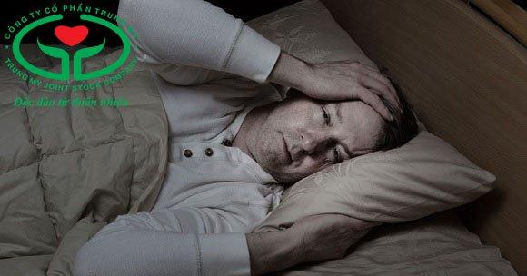 Đổ mồ hôi đêm ở nam giới trên 50 tuổi